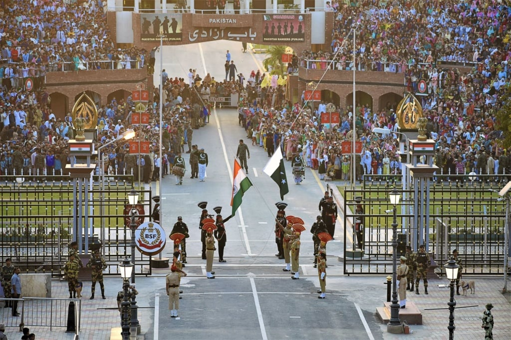 Zeremonie an der Attari-Wagah-Grenze