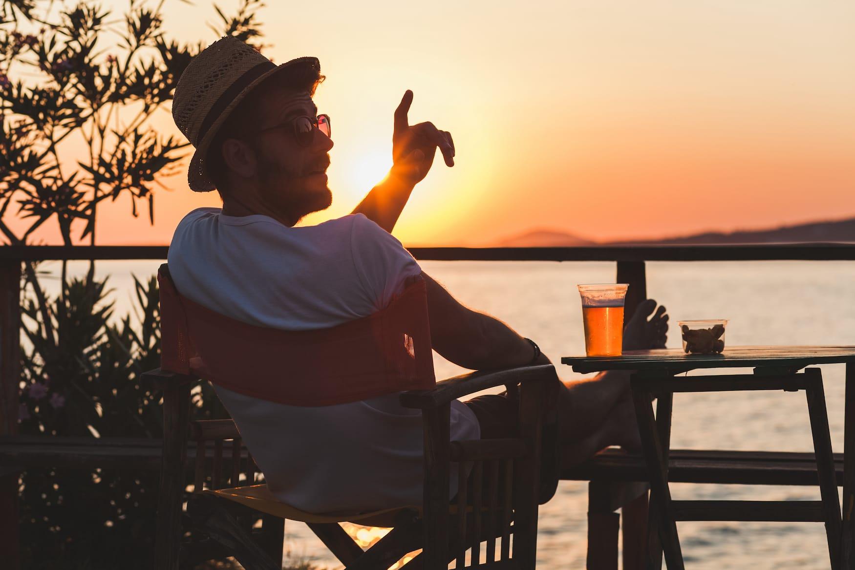 Griechenland-Knigge: Im Restaurant solltet ihr besser nicht einfach so den Finger heben