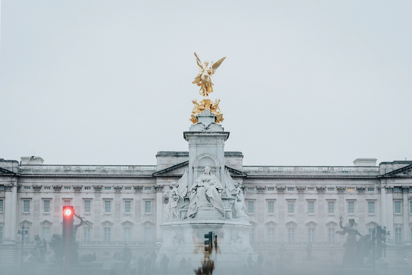 Vernebelter Buckingham Palace in London