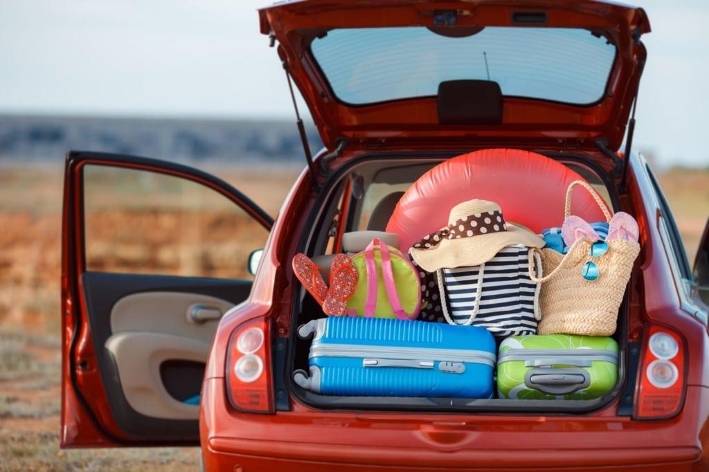 Vollbepackter Kofferraum eines Autos