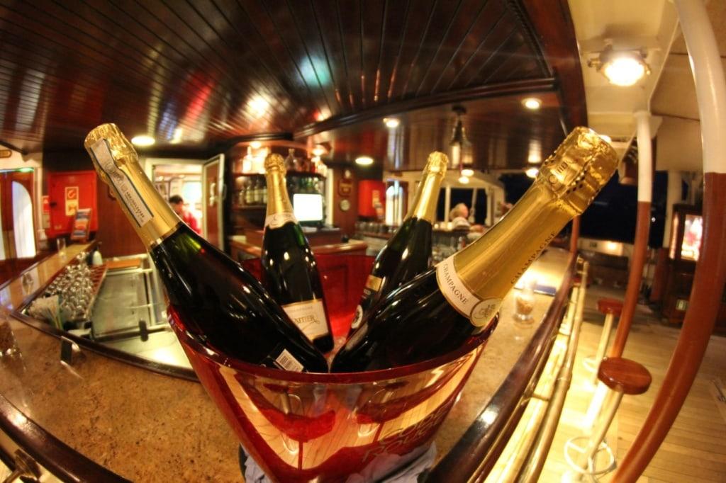 Champagner-Flaschen im Kübel