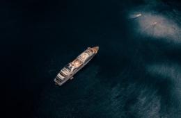 Kreuzfahrtschiff aus Luft