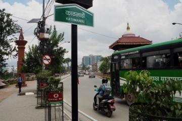 Straßenschild in Kathmandu auf Nepalesisch