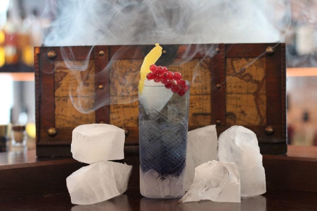 Cocktail im Palais Hansen Kempinski
