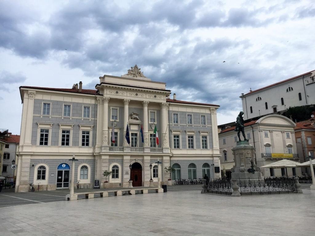Rathaus in Piran, Slowenien