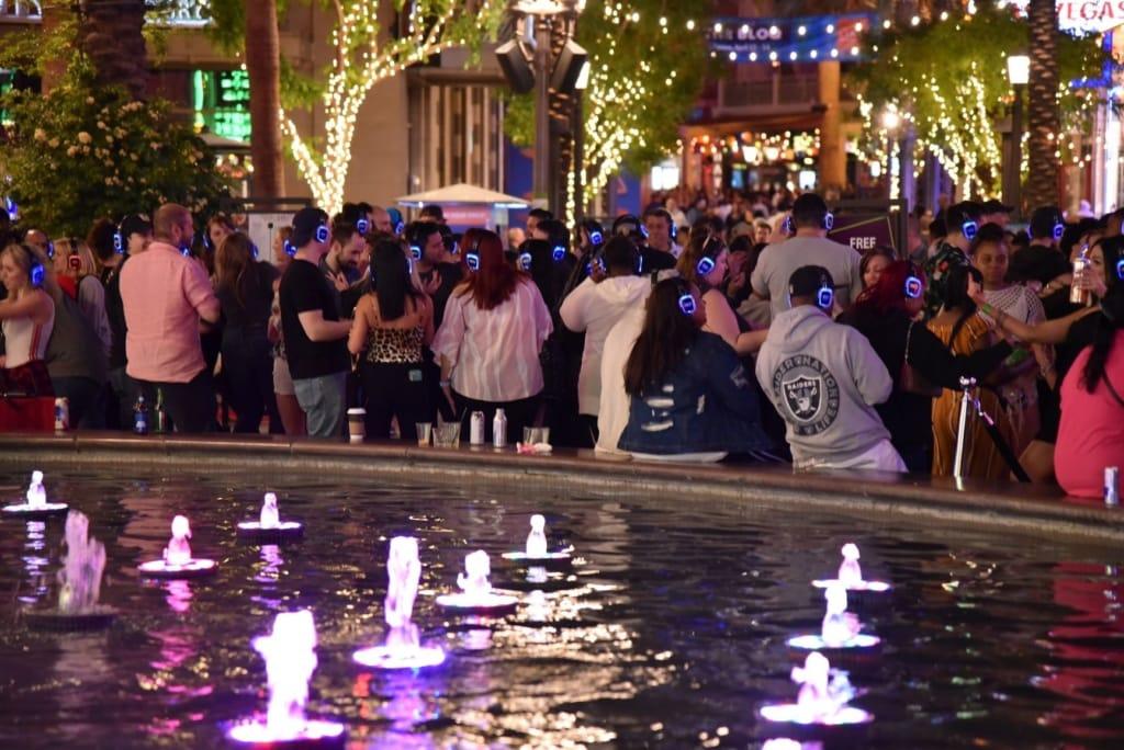 Teilnehmer einer Silent Disco in Las Vegas