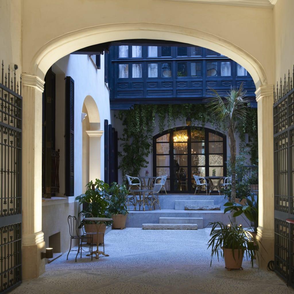 Willkommen im gemütlichen Innenhof des Can Bordoy in Mallorca.