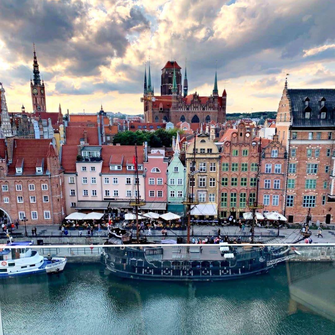 @aspirinia ist gerade in #danzig #gdansk und zeigt uns die Aussicht ihres Hotelzimmers. Nicht schlecht, oder? #roomwithaview #poland #welivetoexplore #passionpassport #reportervorort