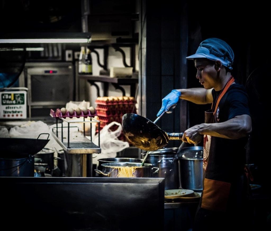 Street-Food-Koch in Bangkok