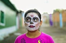 Geschminktes Mädchen während des Día de los Muertos
