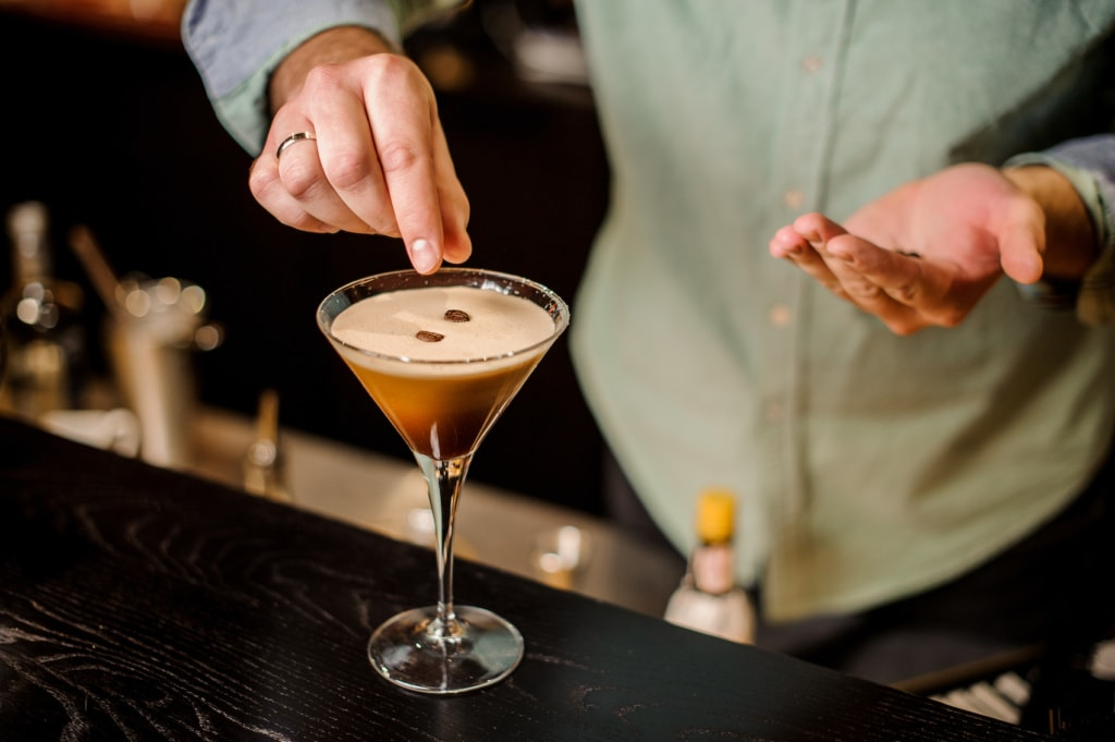 Die Espresso Martinis in der Rooftop Bar des Hilton in Wembley sind eine Verführung.