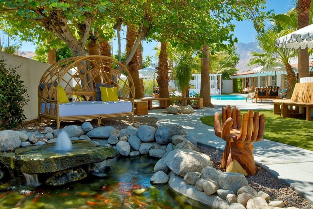 Garten und Pool im Dive Palm Springs