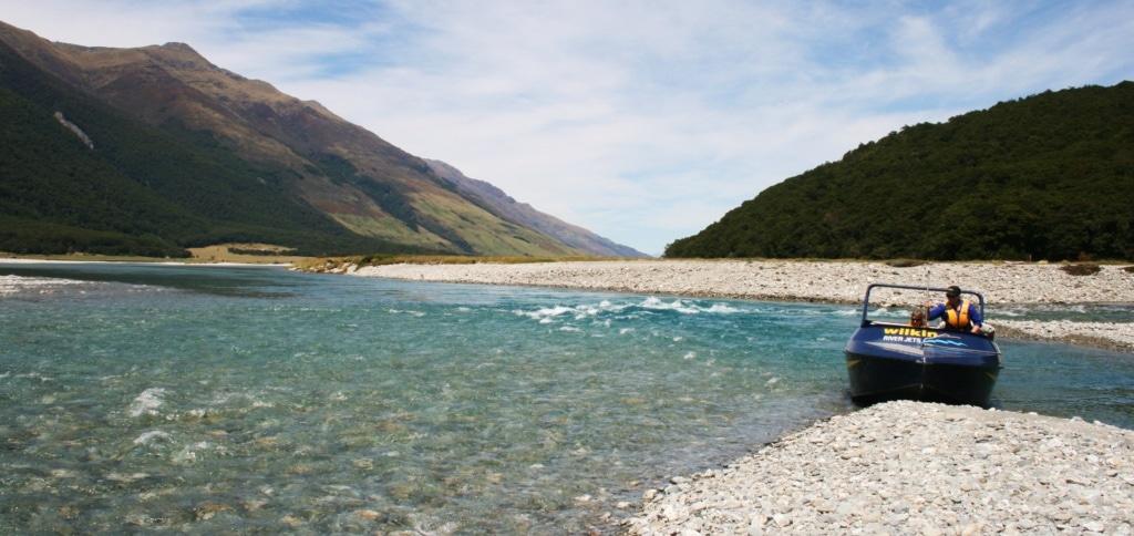 Der Young River wird von Gletscherwasser gespeist und gibt ihm die Türkise Farbe.