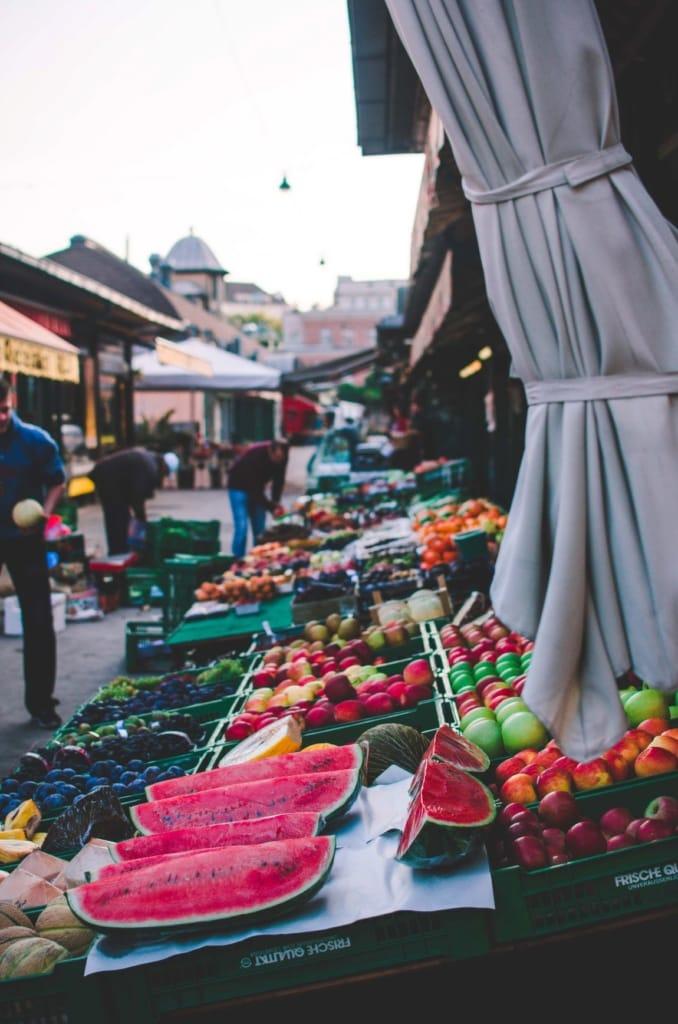 Obst auf dem Naschmarkt in Wien