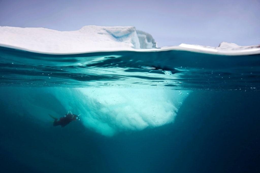 Eisbergtauchen in der Antarktis: faszinierendes Erlebnis