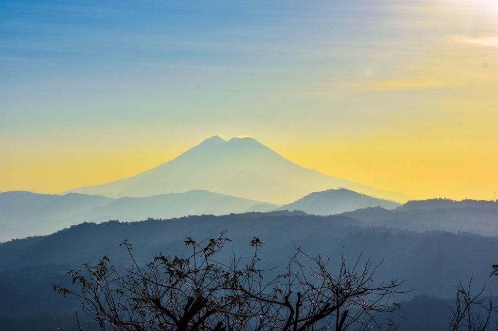 Reise nach El Salvador: Blick auf Vulkan