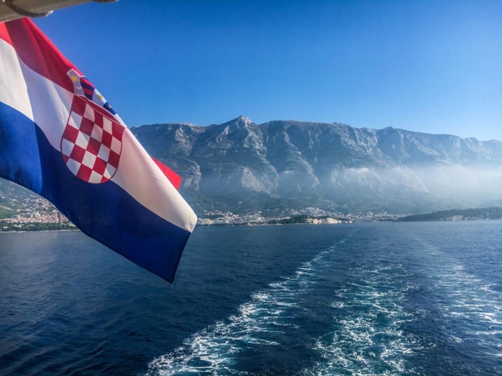 Kroatien-Flagge auf Fähre