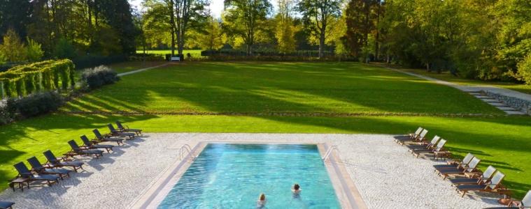 Außenpool im Gräflicher Park Health & Balance Resort