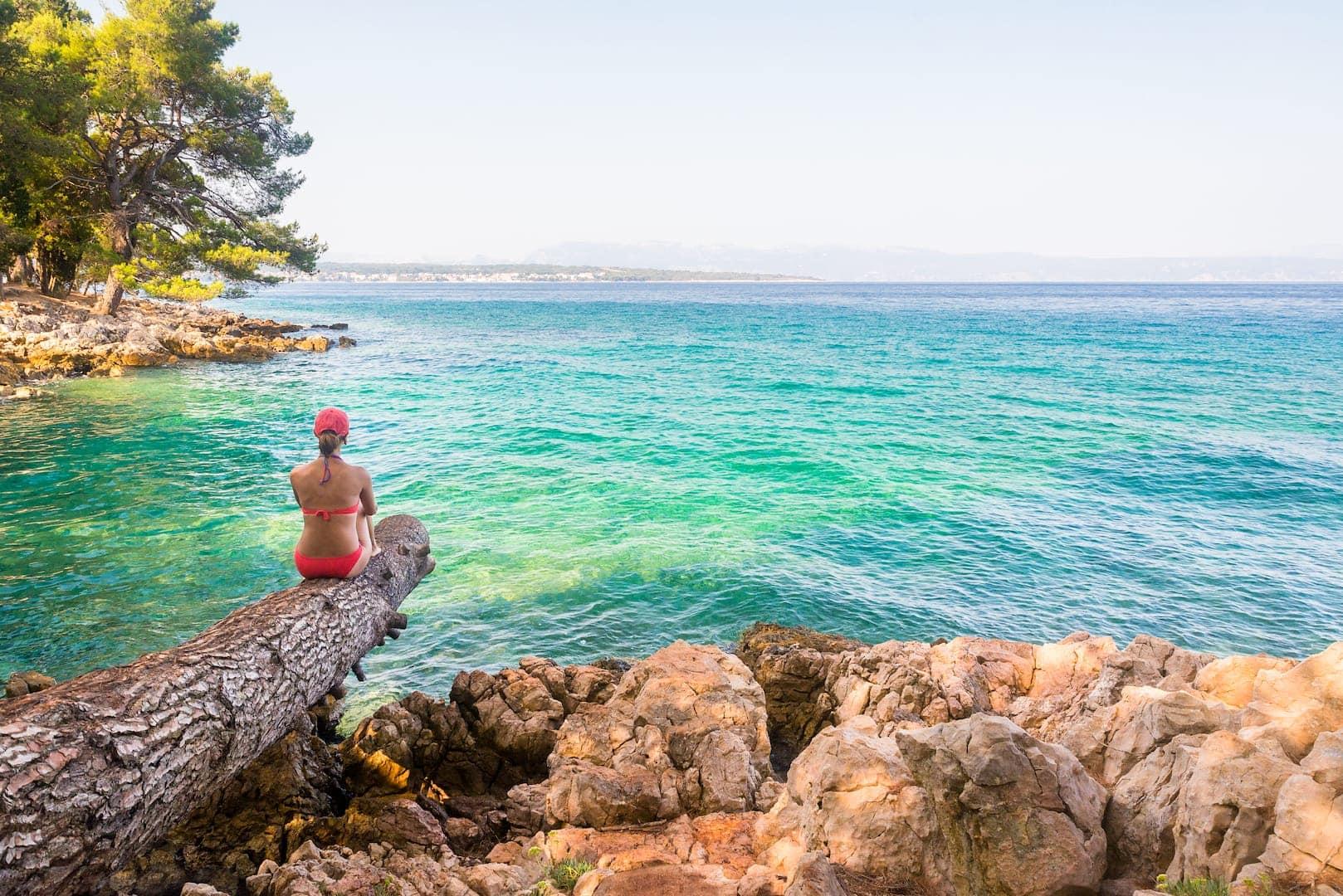Frau auf der Insel Krk an der Adria in Kroatien