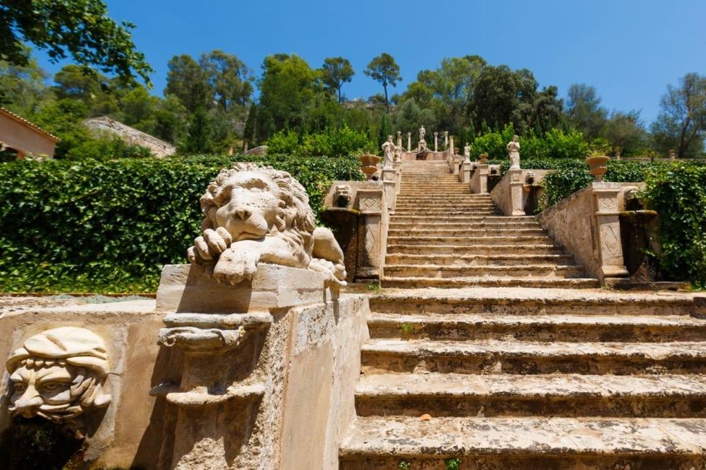 Mallorca-Tipps für Sparfüchse: Treppe auf dem Anwesen La Raixa auf Mallorca