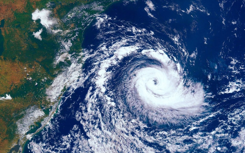 Naturkatastrophen wie Taifunen können im Urlaub passieren – wir zeigen, was du tun kannst, um dich zu schützen!