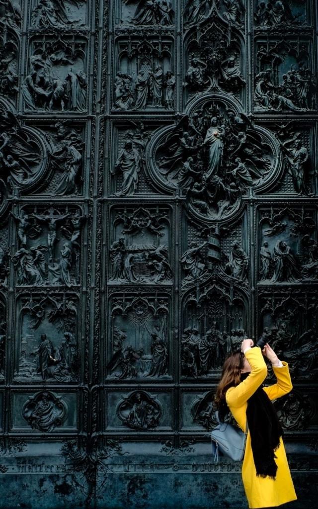 Touristin in Mailand beim Fotografieren