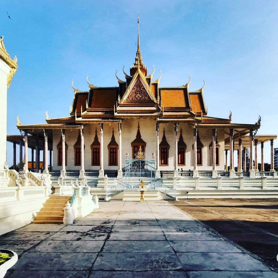 Reporter @carsten_heinke unterwegs in #Kambodscha und schickt Grüße von der Silberpagode in Phnom Phen. #flysq #singaporeair #dertouristik #reportervorort #welivetoexplore #passionpassport #instatravel #cambodia
