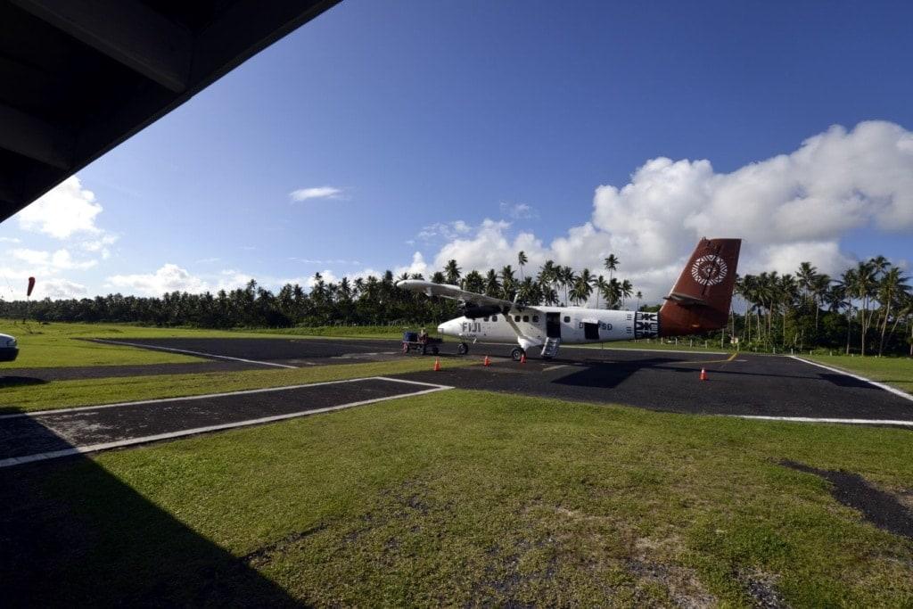 Propellermaschine von Fiji Airways am Flughafen