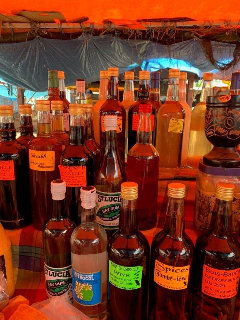 Mehrere Flaschen Rum