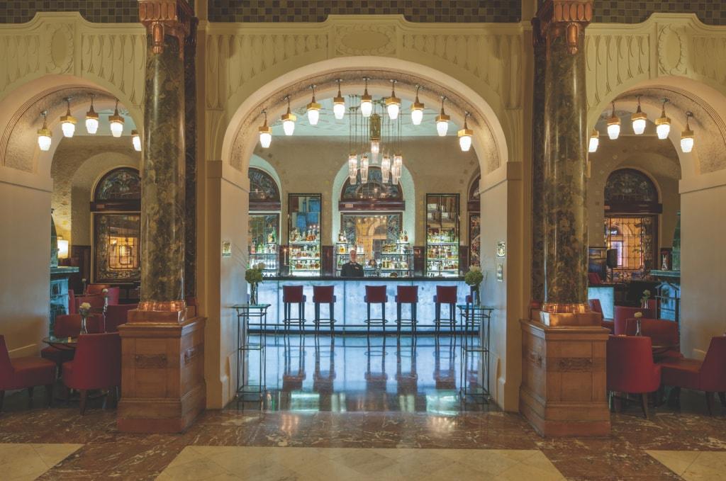 An der Piano Bar im Belmond Grand Hotel Europe werden die besten Drinks der Stadt serviert.