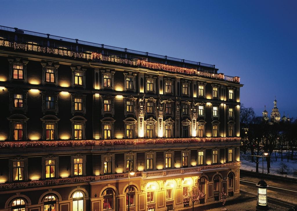 Die Fassade des Belmond Grand Hotel Europe reiht sich perfekt in die pompösen Jugendstilbauten ein.