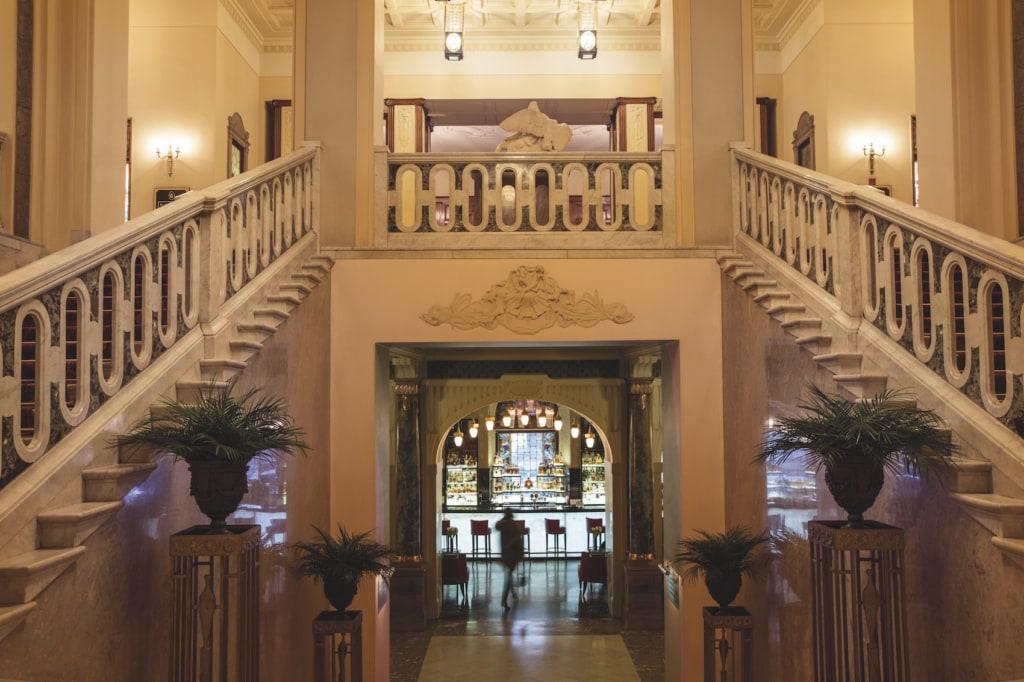 Über diese Treppen im Grand Hotel Europe ging schon so mancher Zar und König.