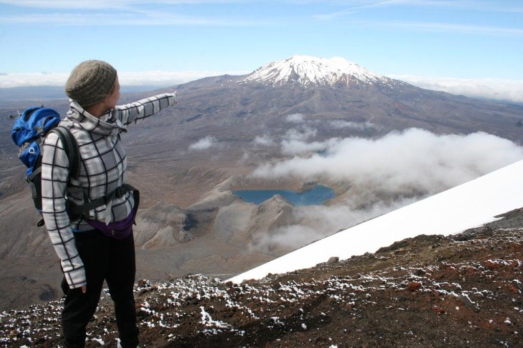 Redakteurin Marie Tysiak ist für uns auf dem Tongariro Alpine Crossing in Neuseeland unterwegs.