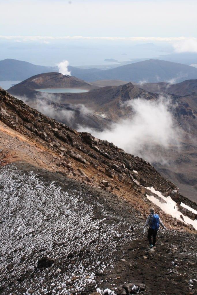 Während oben ein eisiger Wind herrscht, wärmen die Steine von unten.
