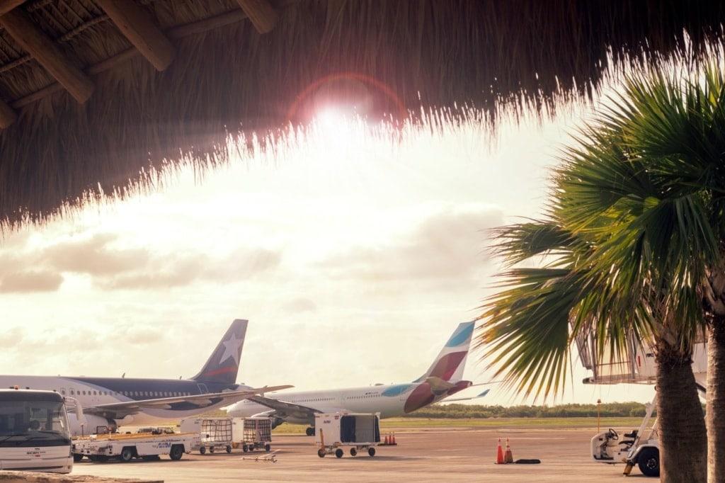 Flugzeuge auf dem Vorfeld des Flughafens Punta Cana