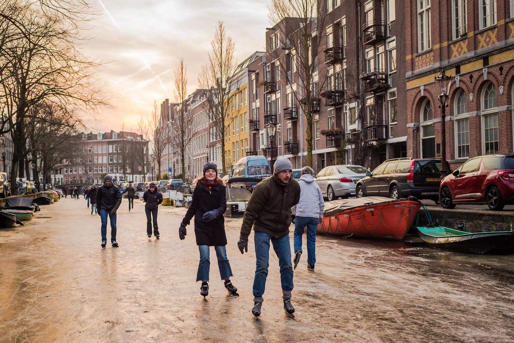 Schlittschuhlaufen Grachten Amsterdam