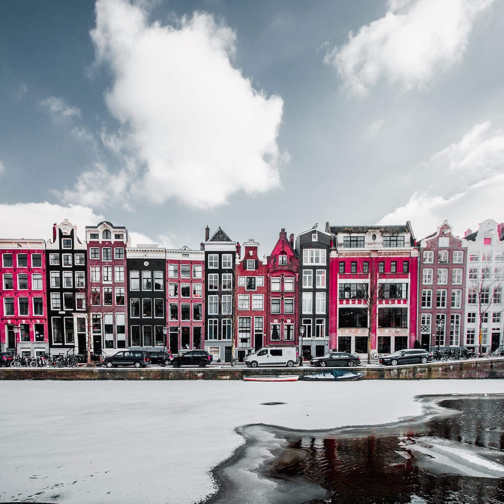 Zugefrorene Grachten in Amsterdam – Winterwunderland