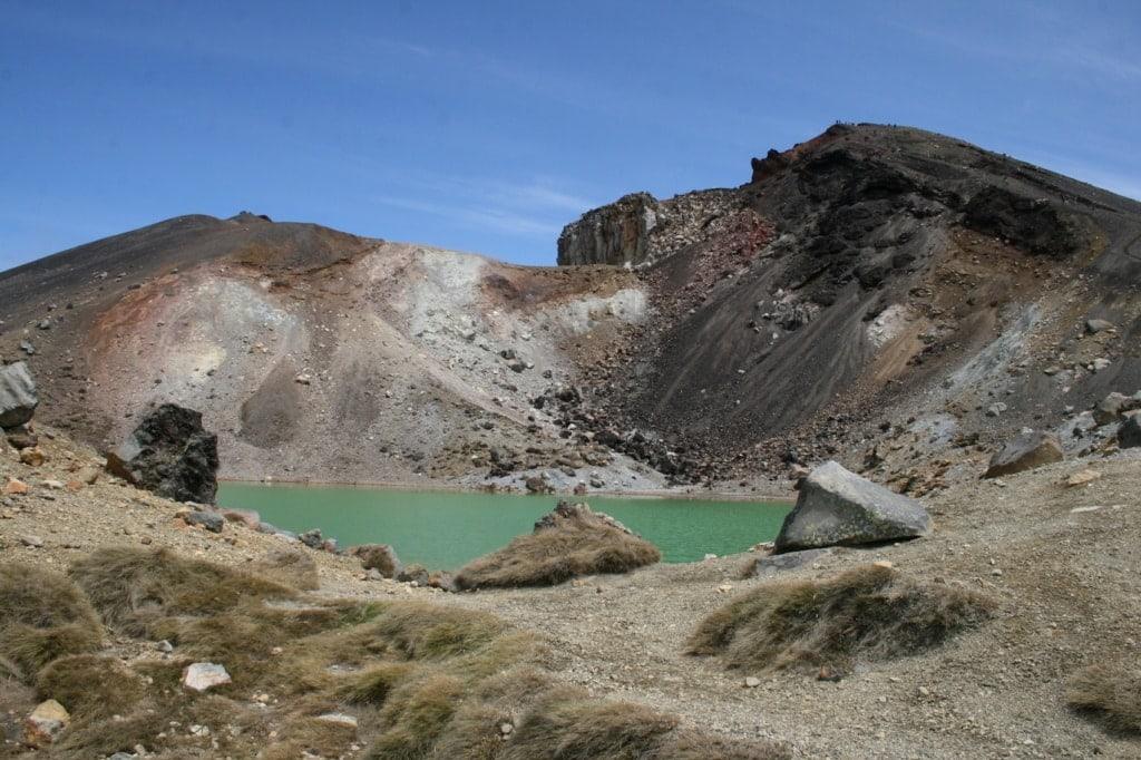 Mineralinen färben die Seen auf dem Tongariro Alpine Crossing.