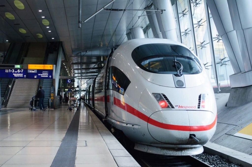 ICE-Zug an Frankfurt Railway Station
