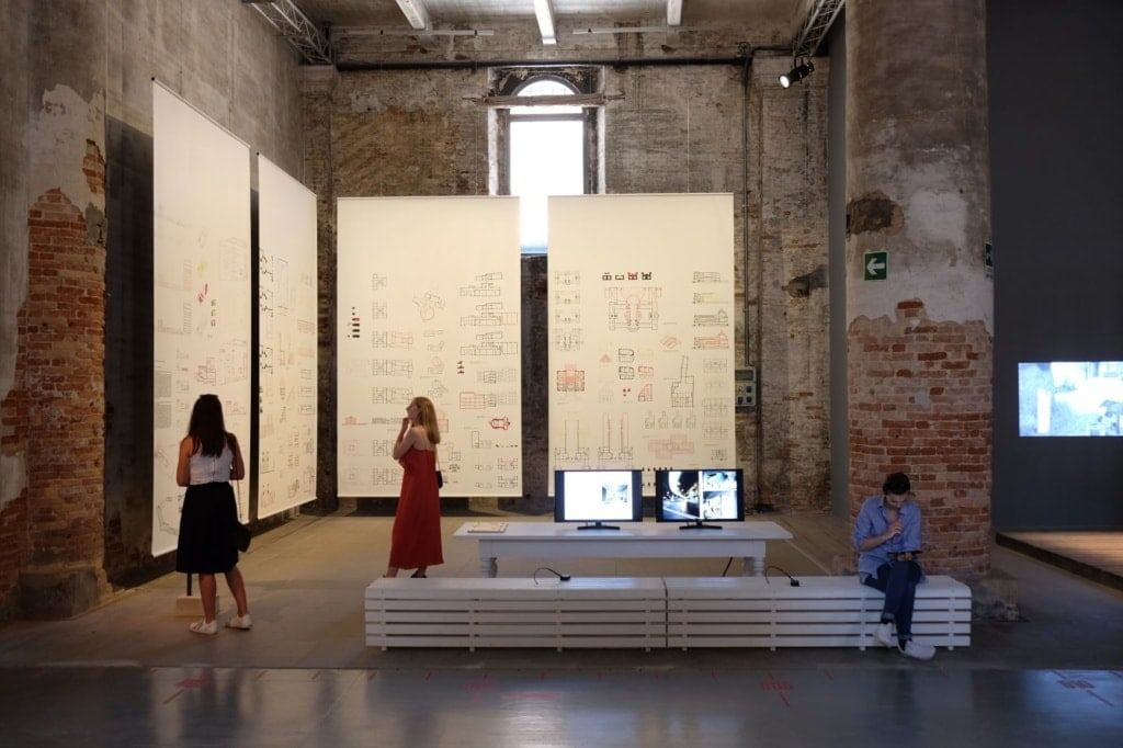 Besucher der Biennale in Venedig