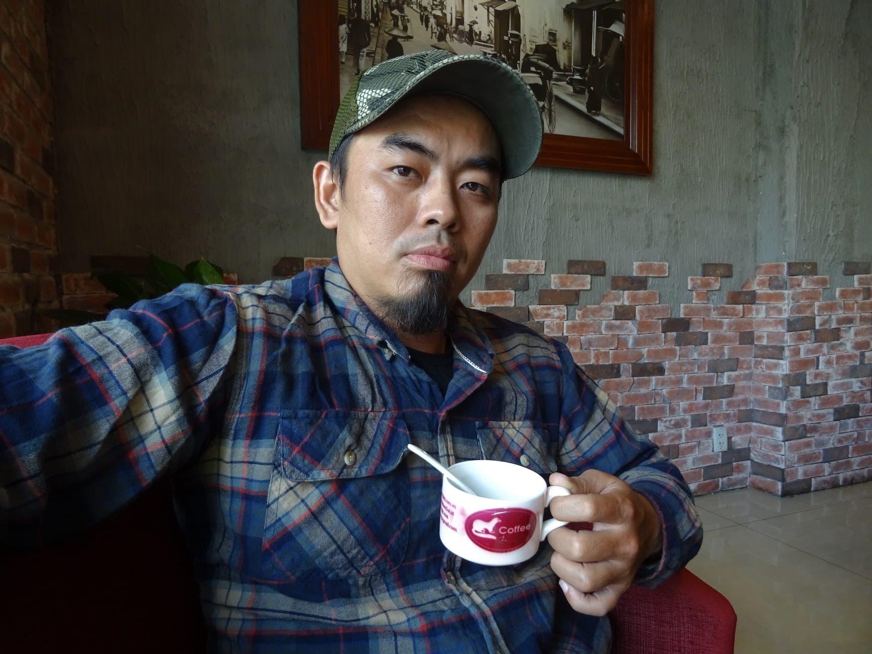 Mr. Chin mit seinem Katzenkaffee