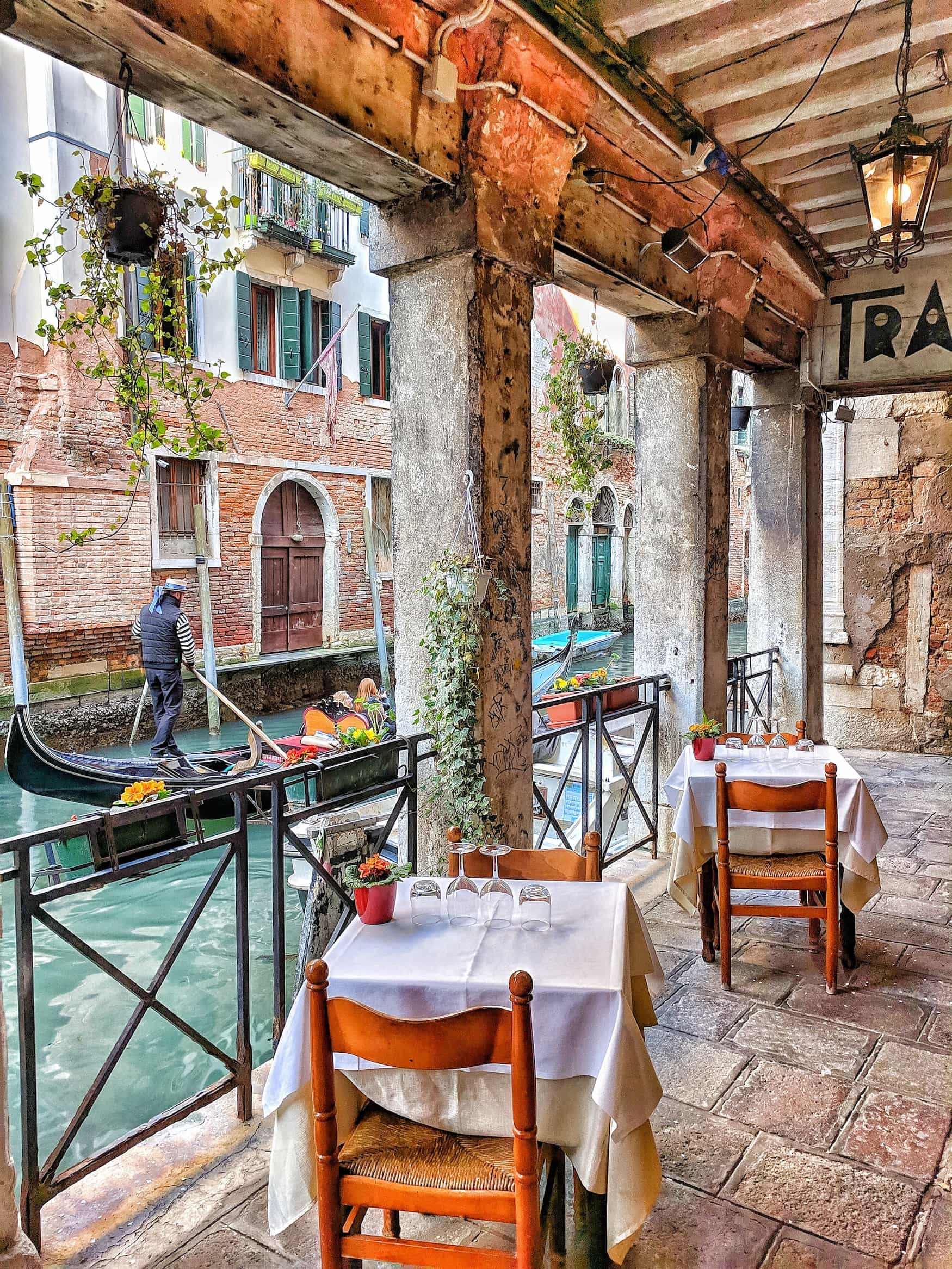 Restaurants an einem Kanal in Venedig
