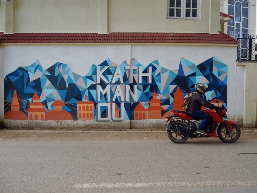 Streetart in Kathmandu: Staub und Kunst