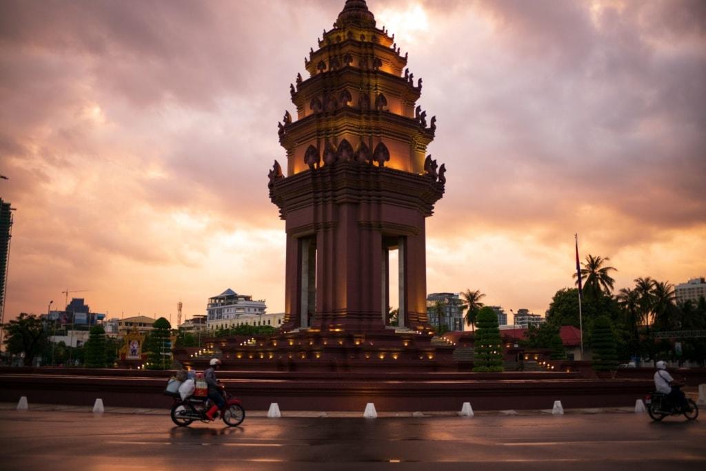 Mopedfahrer auf Platz in Phnom Penh