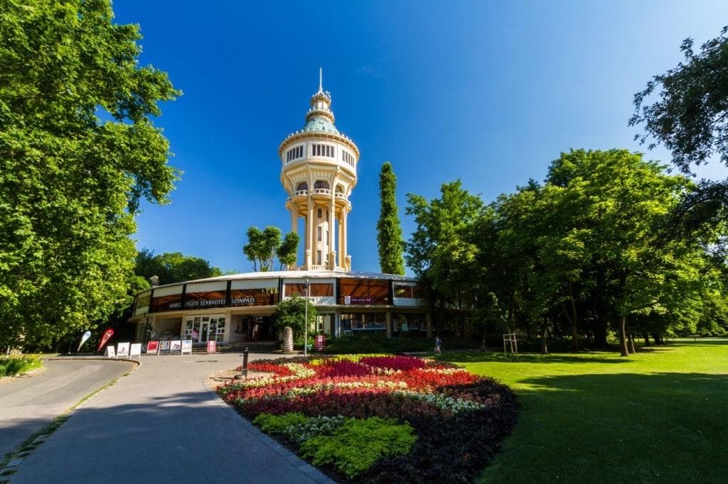 Wasserturm auf der Margareteninsel in Budapest
