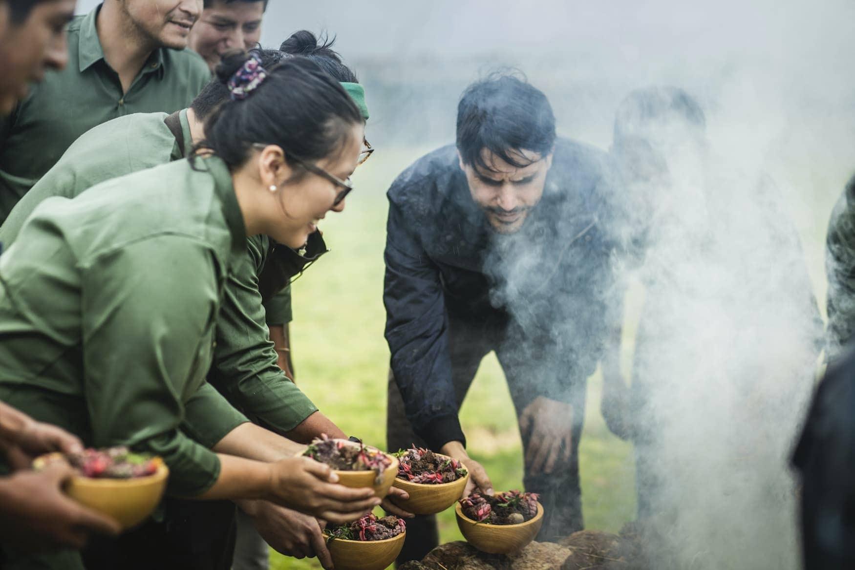 Sternekoch Virgilio Martínez wählt seine Lebensmittel im peruanischen Andenhochland aus