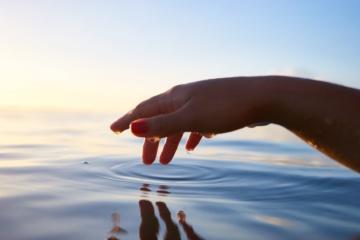 Hand über Wasser, Wellness