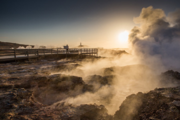 Qualm über Geysiren in isländischer Landschaft