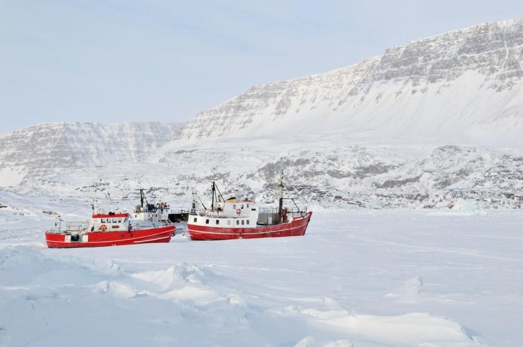 Festgefrorene Schiffe in in Ilulissat, Grönland