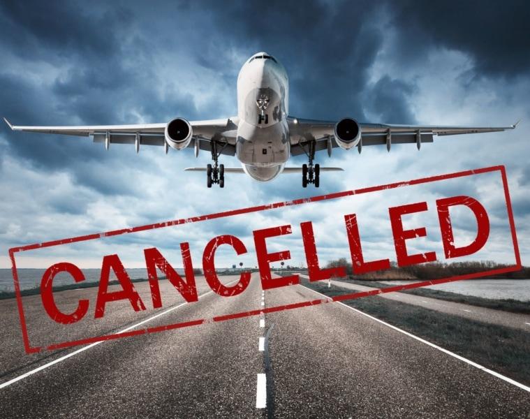 Flugzeug hebt ab, darunter in großen roten Buchstaben: CANCELLED